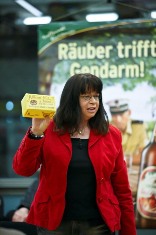 Claudia Schmid beim Eröffnungsabend des 1. Krimifestivals der Metropolregion Rhein-Neckar in der Stadtbibliothek Ludwigshafen.